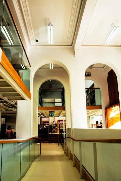 Dunlaoghire Senior College / Library